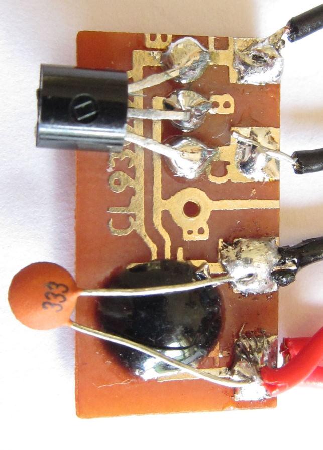 当接上电源后,按下按钮掣,电流经按掣流至芯片,IC被触发,推动晶体管
